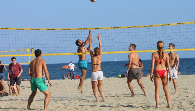4. top-beach-beaches-barcelona-playa-de-nova-icaria-volley