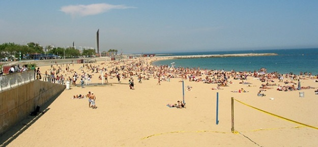 5. top-beach-beaches-barcelona-playa-de-bogatell-volley