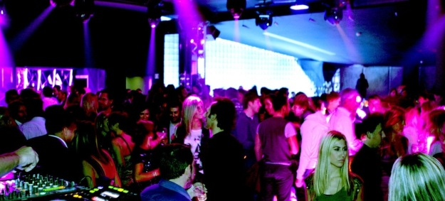 blingbling-bling-bling-club-discoteque-disco-top-best-clubbing-live-music-in-barcelona-clubs-bar-places