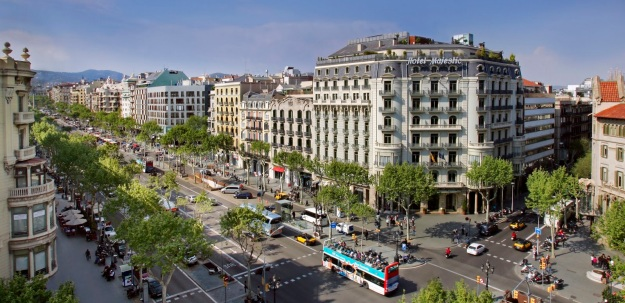 passeig de gracia avenue best shopping places spots in barcelona mall malls center top shop shops